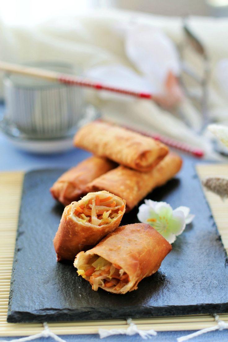 Gli involtini primavera sono uno dei piatti più famosi della cucina cinese, ormai conosciuti in tutto il mondo, se ne possono trovare moltissime versioni, con ripieno esclusivamente vegetariano oppure con l'aggiunta di carne di maiale o gamberetti. L'involucro fatto di carta di riso o pasta Wonton …