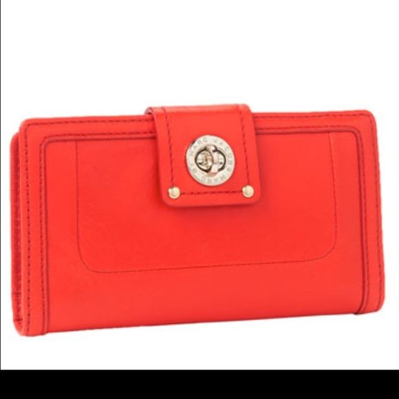 One day sale!!! Marc by Marc Jacobs Wallet Great wallet for sale! Inside zipper. Plenty of card slots and slots for cash and receipts! Marc by Marc Jacobs Bags Wallets