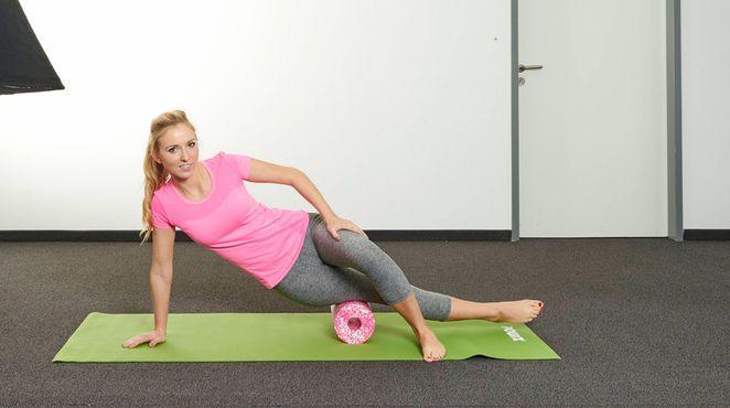 Faszientraining wird von vielen unterschätzt, dabei ist es ein entspannter Weg, den Körper in Form zu bringen. Unser Experte Stephan Müller beantwortet uns drei Fragen zum Thema Faszien und wir zeigen Ihnen effektive Übungen, die gegen Cellulite helfen, aber auch den ganzen Body straffen