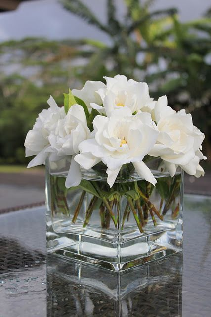 Love this flower accessory that will be placed on my brown coffee table in my second bedroom.