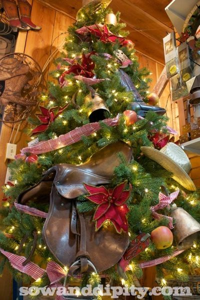 Country Christmas Tree - #countrychristmas #christmastree