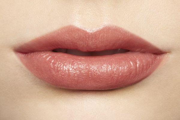 Baby pink lipstick Bobbi Brown