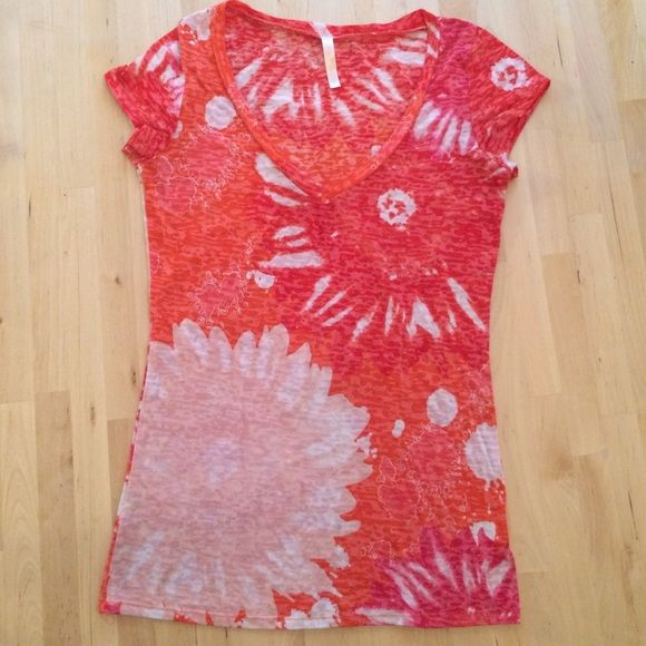 Rue 21 Top Cute v-neck top by Rue21. Size Small. Rue 21 Tops