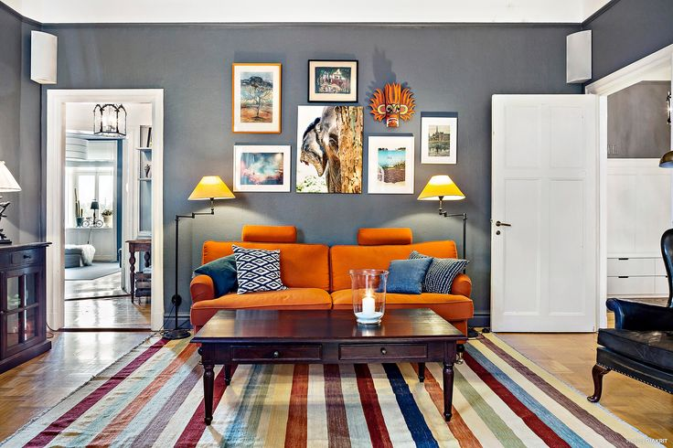 Possibility: white room panels, dark coffee table Квартира 107 кв.м.: nicety