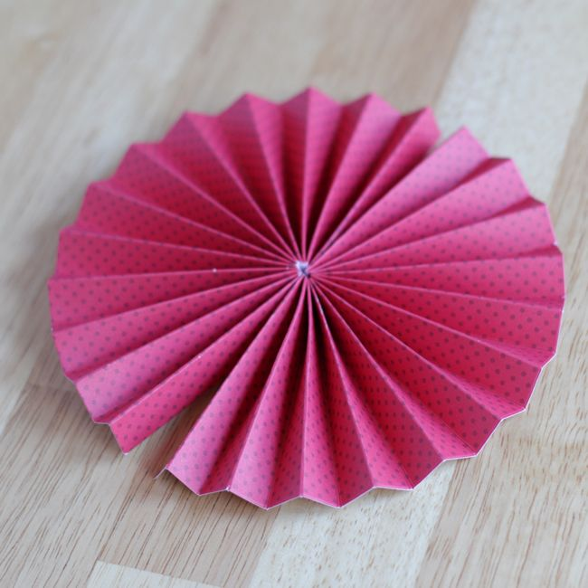 Paper Pin Wheel tutorial, great substitute for the standard bow.