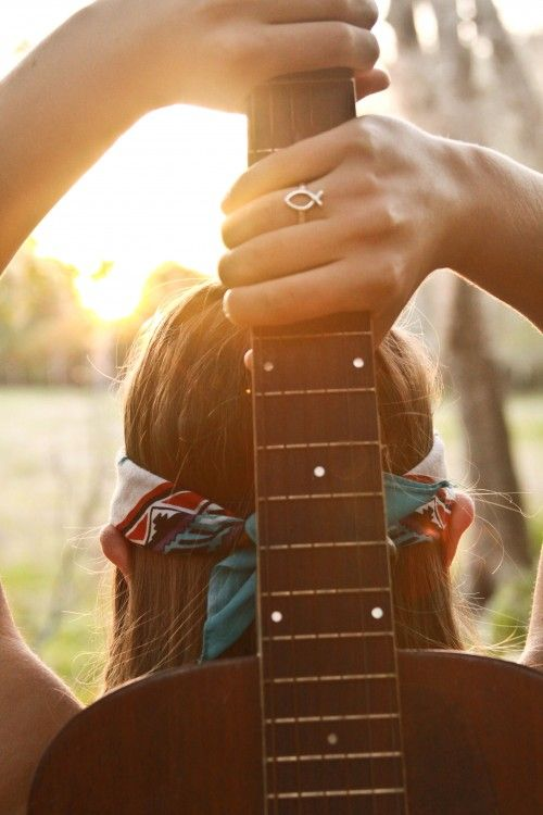 Yes, I like the feel of this picture. It represents a lot of what I want: to play the guitar, to make music, being in nature and connected with nature.