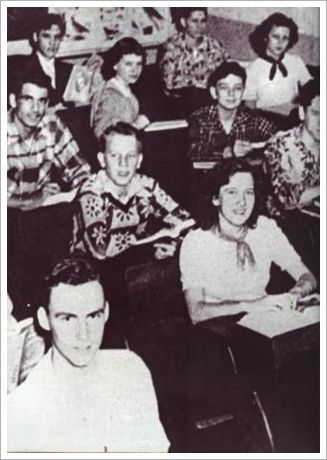 Elvis Presley in back of class 1952