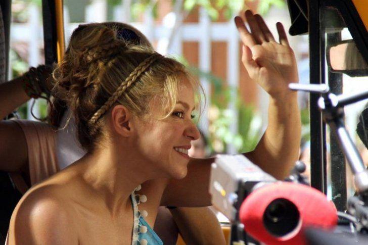 """Shakira y Carlos Vives estrenan """"La Bicicleta"""" (Video)"""