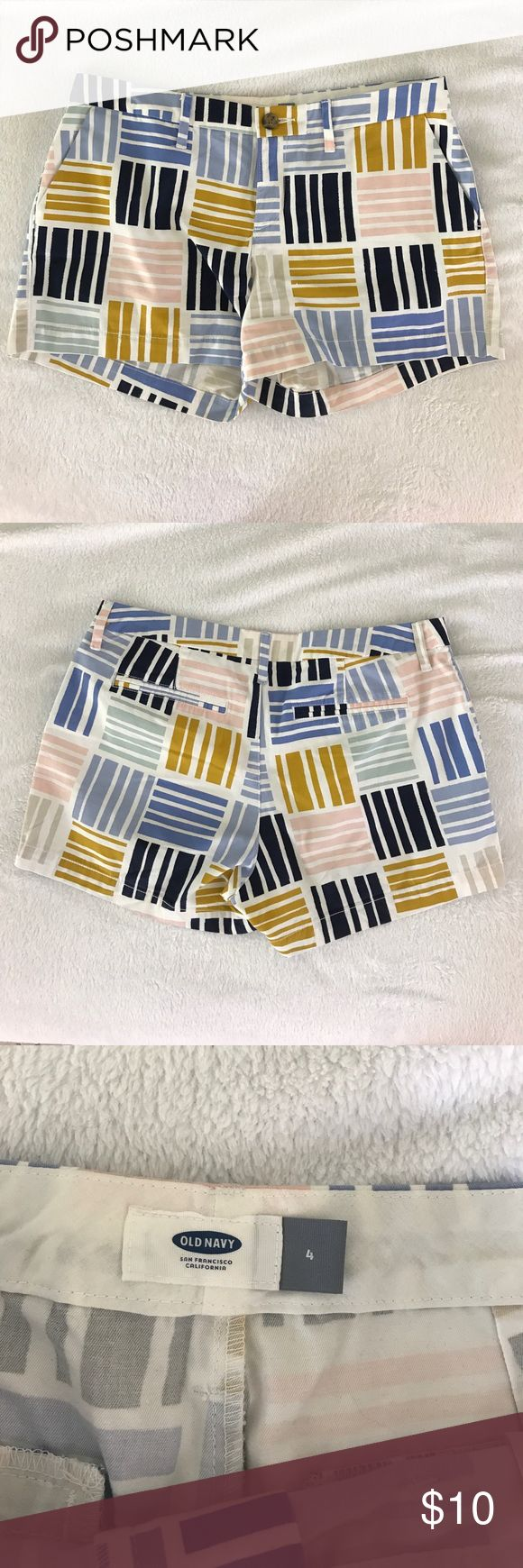 Pattern Old Navy shorts Subtle fun pattern shorts, hardly worn that they're still crisp! Grow your 2018 summer wardrobe for a huge discount! Old Navy Shorts