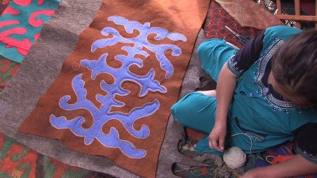 手机壳定制women free run   Making a Shyrdak in Kyrgyzstan by Made and Told This film shows how Sadagul and friends from the Altyn Kol cooperative in Kochkor Kyrgyzstan make traditional carpets and cushion covers made from a felting technique known as   Shyrdak