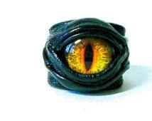 Anneau réglable en cuir véritable œil de Dragon. Anneau de l'instruction. Bague en cuir horreur. Anneau de mauvais œil. Bague Halloween. Costumes homme de brûlure.