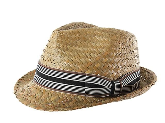 Ésta temporada no podrás pasar sin éste fantástico sombrero de estilo borsalino. Está fabricado en rafia y lleva un cinta bicolor alrededor con un original lazo lateral.