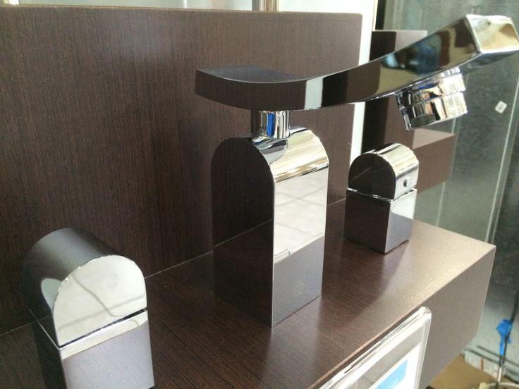 Modernos grifos FV para dar un toque moderno y a la vez elegante a tu baño