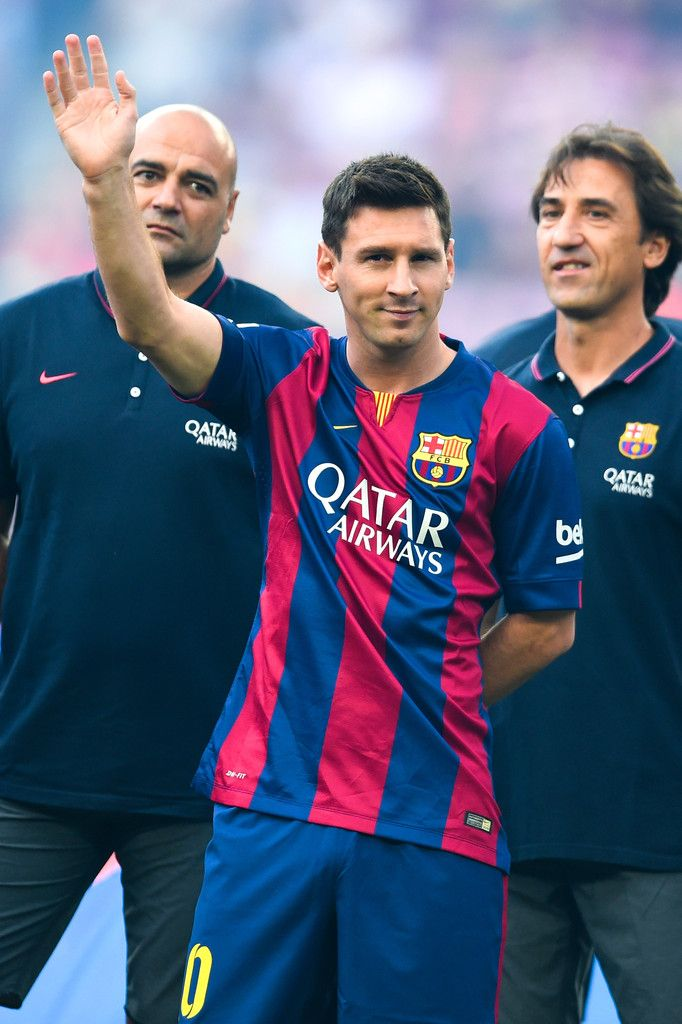 Lionel Messi of FC Barcelona waves during the official presentation of the FC Barcelona prior to the Joan Gamper Trophy match between FC Barcelona and Club Leon at Camp Nou on August 18, 2014 in Barcelona, Catalonia.