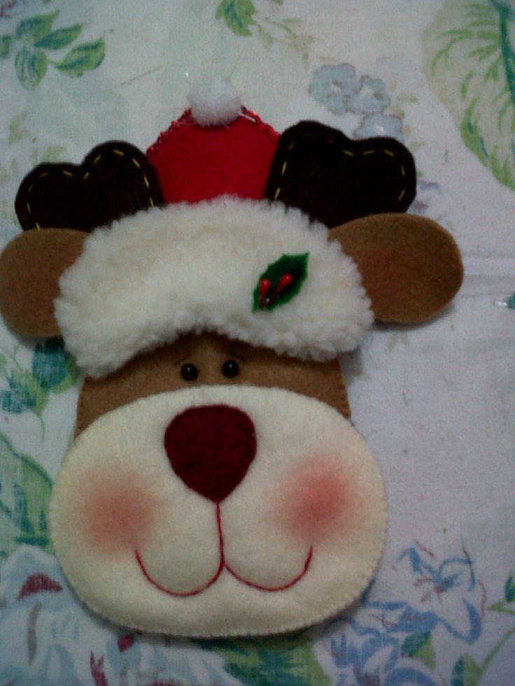 Renna natalizia in feltro e pannolenci.
