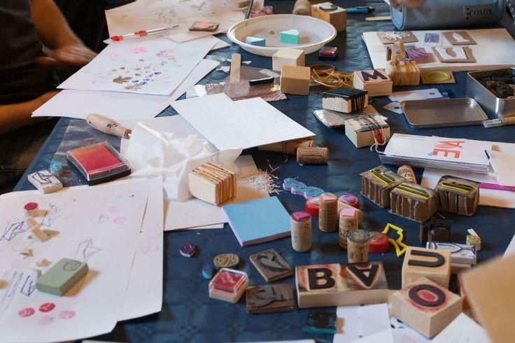 Stampa Artigianale dall'ideazione fino alla stampa. Il 15 maggio ho tenuto un laboratorio sulle tecniche di stampa artigianale e altre tecniche alternative.