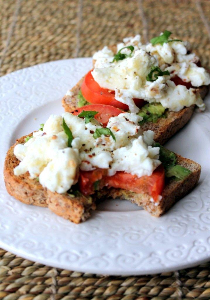 Breakfast Sandwich with egg whites, avocado & tomato: Power Breakfast ...