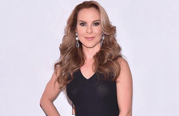 """Kate del Castillo anunció el regreso de """"La Reina del Sur"""" - Televen http://www.televen.com/elnoticiero/kate-del-castillo-anuncio-el-regreso-de-la-reina-del-sur/?utm_campaign=crowdfire&utm_content=crowdfire&utm_medium=social&utm_source=pinterest"""