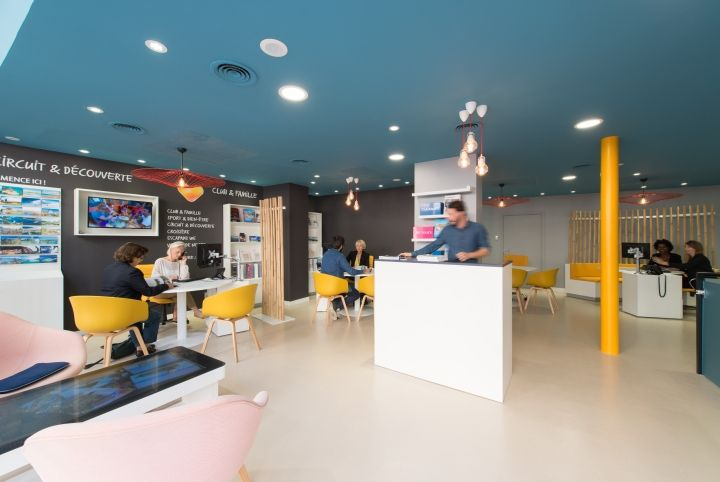 Aal aac thomas cook digital store by brio agency for Retail interior design agency london
