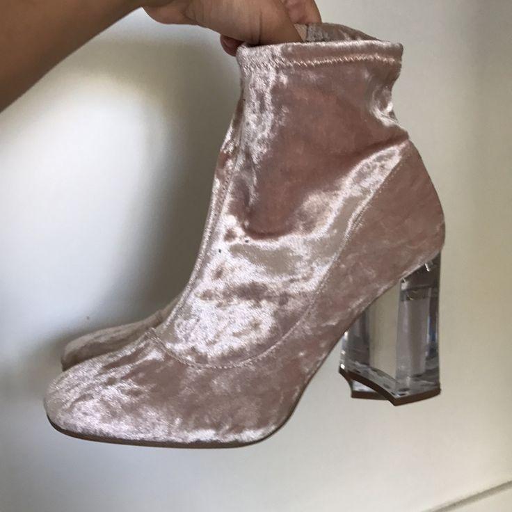 90's heels i sammet storlek 38, 12cm. Eventuell frakt står köparen för . Skor.