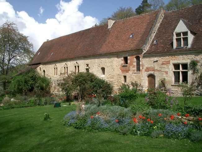 Jardin médiéval de Saint-Arnoult et son abbaye © OT Beauvais