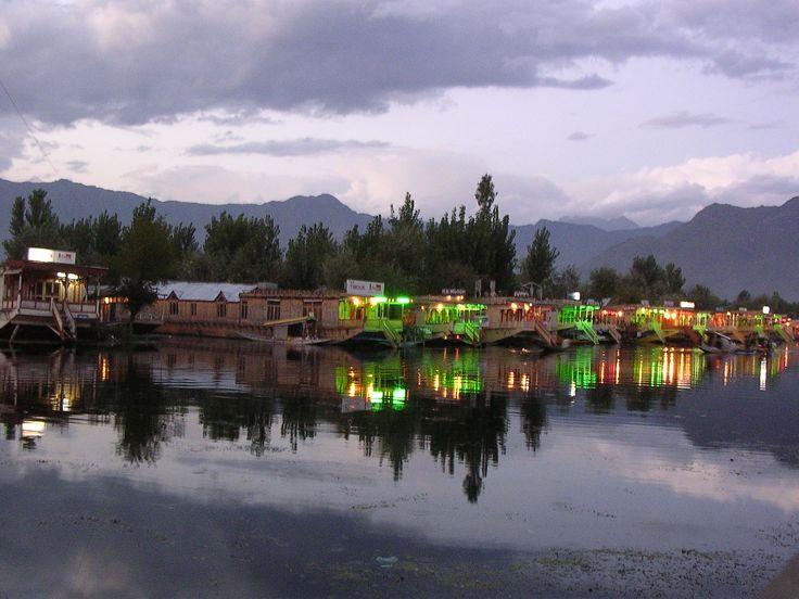 An #awesome pic of #DalLake #Srinagar #Kashmir..