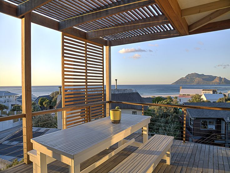 White Waters - a contemporary beach house, with an airy, uncluttered atmosphere.