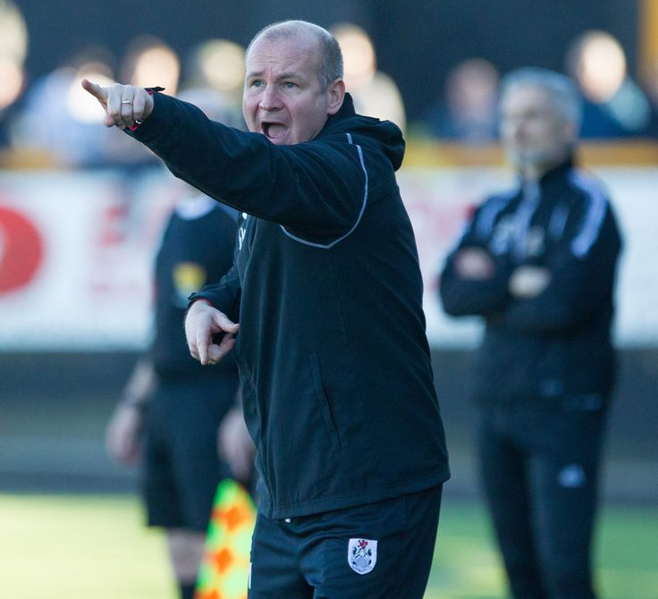 Queen's Park's coach Gus MacPherson during the Ladbrokes League One game between Alloa Athletic and Queen's Park.