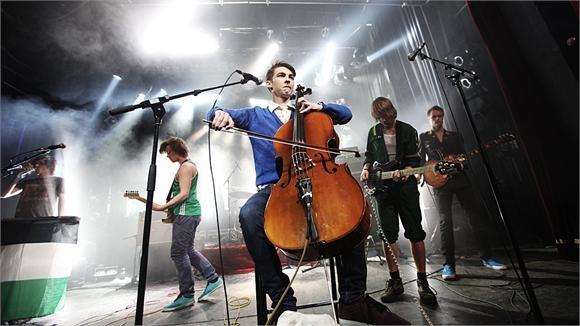 Norwegian band Honningbarna release Verden Er Enkel