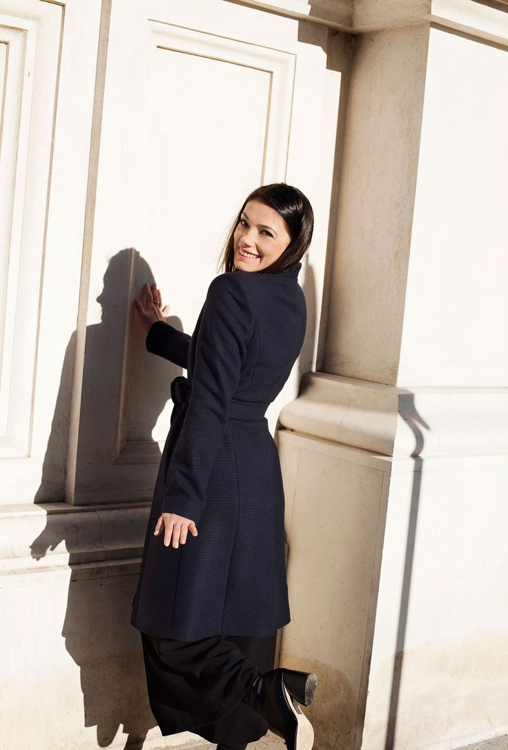 Winter #coat  www.deilanistore.com #iuliaverdes #actress