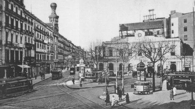 Barcelona antigua.1910, der.estación de los Ferrocarrils Catalans...iz. Carrer Pelayo.