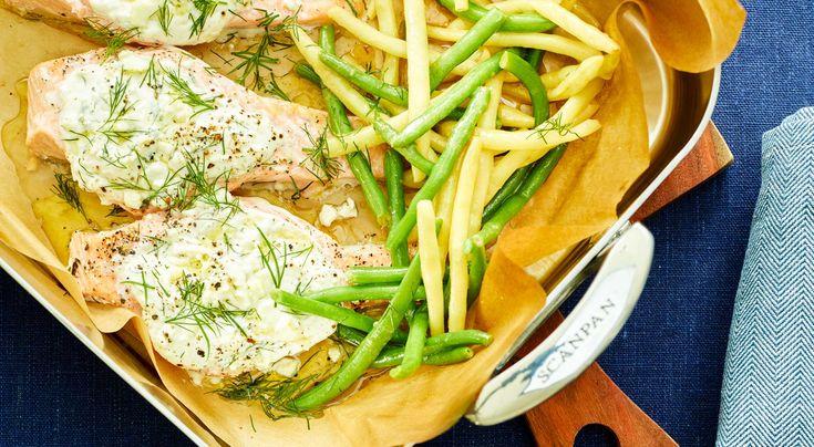 Recept lax med fetaostkräm och ljummen sallad med marinerade bönor. Supersnabb middag, laxen fixar du på 10 min + ugnstiden.