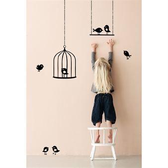 Korista lastenhuone tällä Ferm Livingin uskomattoman söpöllä sisustustarralla! Leikkaa kaikki osat irti erillisiksi tarroiksi. www.scandinaviandesigncenter.fi