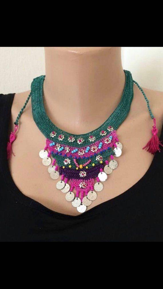 Ethnic necklace, Green crochet choker, Beaded crochet pendant, vintage style crochet lariat, seed be