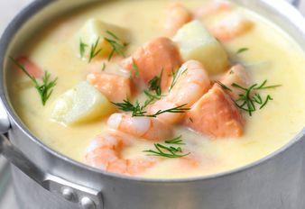 Kartoffelsuppe mit Lachs und Garnelen