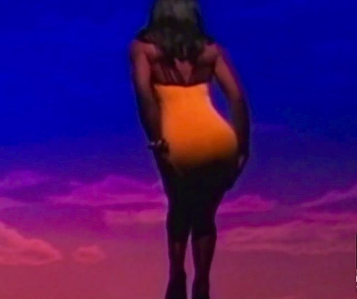 """#InThe90sIThought   """"Little in the middle but she got much back"""""""