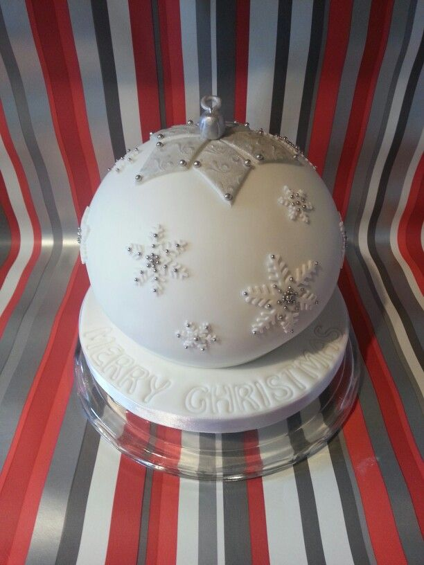 Christmas bauble cake - For all your cake decorating supplies, please visit craftcompany.co.uk