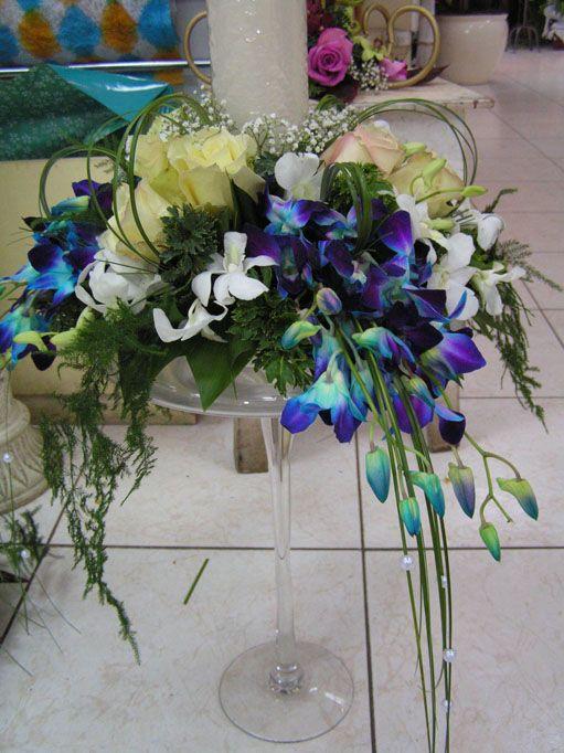 Google Image Result for http://static.w-weddingflowers.com/wwflower/2009/11/wedding-silk-flowers-colour-cornflower-iris-blue2.jpg