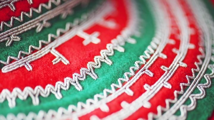 saami tin thread embroidery  | Sami silver embroidery Duodji ©Kenneth Hætta | Saami Tenntrads, Sami ...