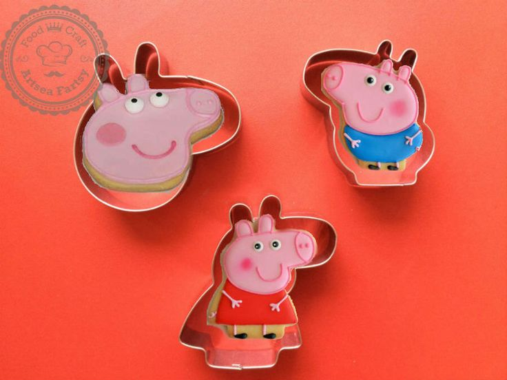 Set of 3 Peppa Pig family Peppa and George Cookie Animal Biscuit Mold Fondant Mold peppa pig party by ArtSeaFartsy on Etsy https://www.etsy.com/au/listing/290374397/set-of-3-peppa-pig-family-peppa-and