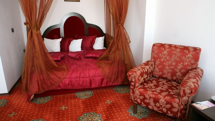 red superior king bed room