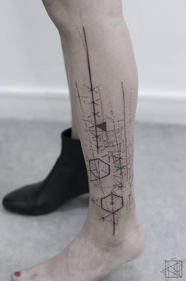 Nikos tattoo Paris; De l'art ou du cochon; abstract geometric tattoo