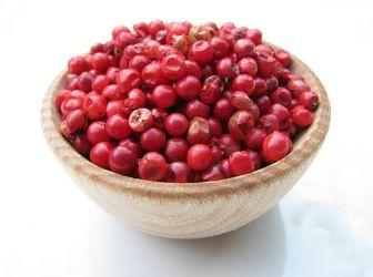 rózsabors: A rózsaborssal elsősorban díszítik az ételeket: a szárított bogyókat összekeverik egyéb borsfajtákkal, és átlátszó borsőrlőben díszítik velük az asztalt. http://aprosef.hu/hozzavalo/rozsabors