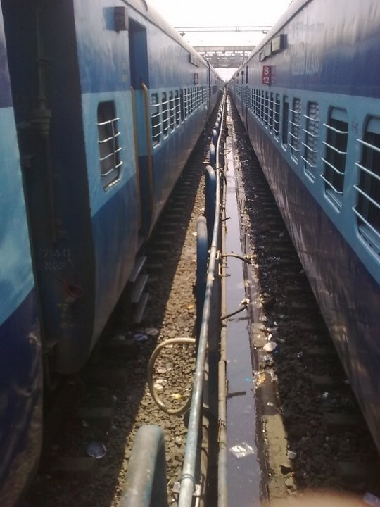 Trains crossing in Nagpur Railway station.