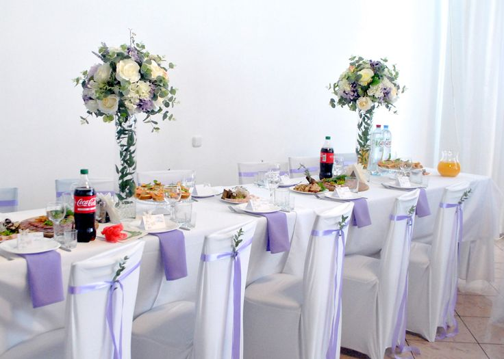 Цветочные композиции из декоративных цветов в высоких вазах по форме цилиндра