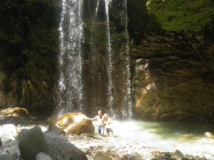 ninemiabungalows:  Τοφαράγγι Πάντα Βρέχει είναι μία από τις πιο εντ...