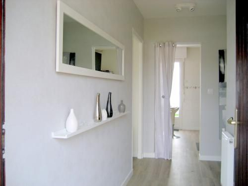 tag re entr e ou couloir avec miroir entr e pinterest. Black Bedroom Furniture Sets. Home Design Ideas