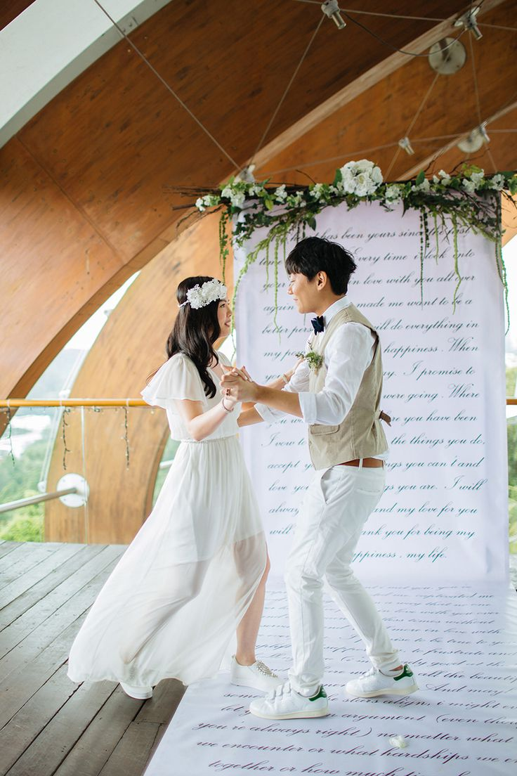 wedding reception photo booth singapore%0A Kenny And Linda u    s White And Green Wedding at Faber Peak Singapore