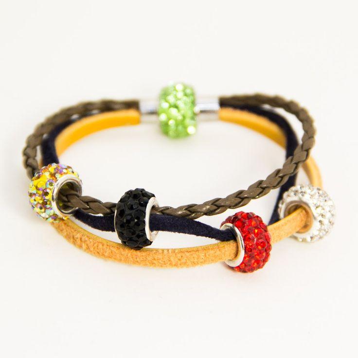 """Essa pulseira contém a mensagem da Salvação através das cores, assim como no livro sem palavras:1 – Dourada: O Céu """"Deus ama você e quer que você viva com Ele no céu"""" 2 &#821…"""