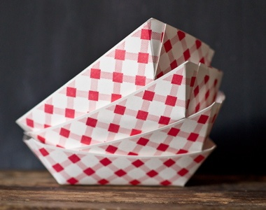 red plaid paper food trays for summer barbecue parties